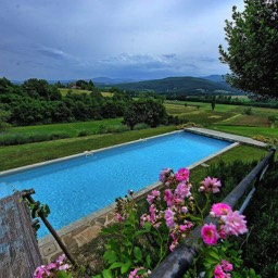 Casa del Rosmarino: Enjoy the view, looking down on the pool and painting of a view
