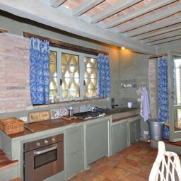 Casa del Rosmarino: The kitchen with original cotto floor and chestnut beams