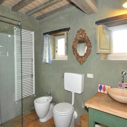 Casa del Rosmarino:  Another of the bathrooms with shower