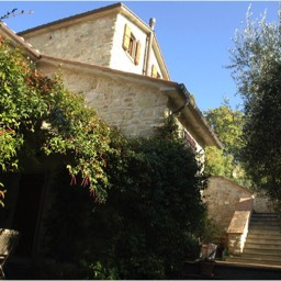 Cinque Querce e Mezzo: Stone farmhouse set in large private grounds
