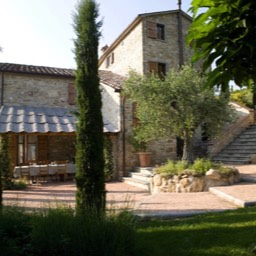 Cinque Querce e Mezzo: Looking toward the property and pizza oven
