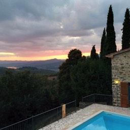 Il Castelletto: Evening sunsets, gazing at the views across the Tuscan countryside and lake Montedoglio