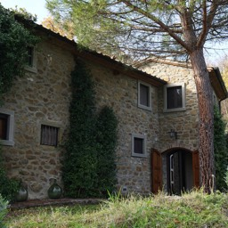 La Casina: Holiday home in Tuscany suitable for upto 8 people