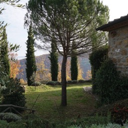 La Casina: Enjoy the extremely safe and clean environment from the private gardens whilst admiring the views