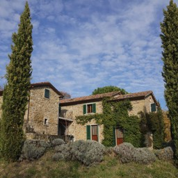 La Casina: The restored farmhouse, a view of the holiday property from below