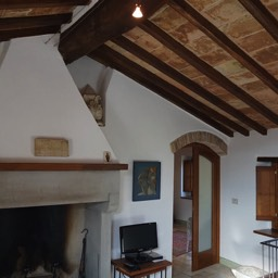La Casina: Relax by the open fireplace