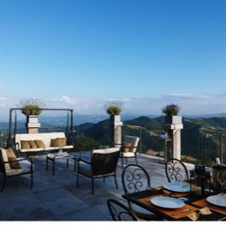 La Taverna al Monte: Sit back and relax on the large terrace with stunning views