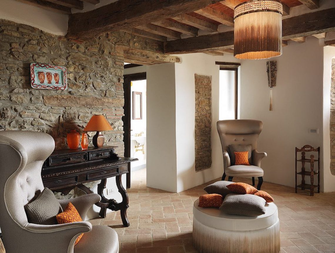 Exclusive villa close to the border with Tuscany