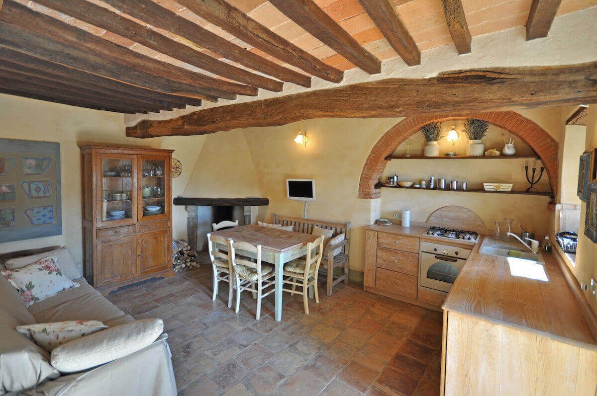La Tinaia: Self catering cottage in Tuscany, ideal for two, can sleep upto 4 persons, large shared pool and stuuning surrounding countryside
