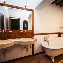 Palazzolo Farmhouse: The ensuite master bathroom with tub, Anghiari, Tuscany