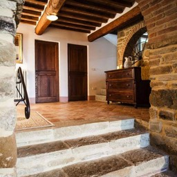 Palazzolo Farmhouse: The self catering home in Anghiari is full of wonderful original architectural features