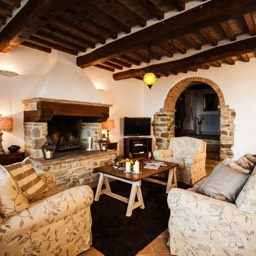 Palazzolo Farmhouse: The large downstairs lounge, perfect for relaxing whilst watching the views across the Tuscan valley