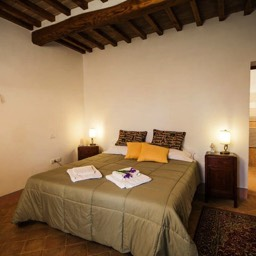 Palazzolo Farmhouse: One of the ensuite double bedrooms