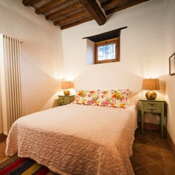 Palazzolo Farmhouse: One of the interjoining double bedrooms, each with its own private bathroom
