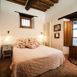 Palazzolo Farmhouse: Another of the interjoining double bedrooms, each with its own private bathroom
