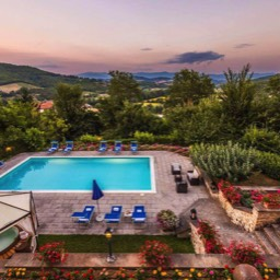 Palazzo Rosadi: Beautiful sunsets relaxing by the pool in Tuscany, perfect for large groups