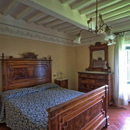 Palazzo Rosadi: Another of the large double bedrooms, full of Tuscan style and character
