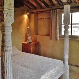 Poggiodoro: The Romeo and Juliet bedroom with kingsize poster bed