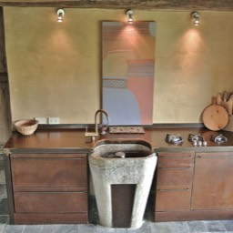 Tobacco Loft: The uniquely hand made kitchen with original antique features including stone basin and floors