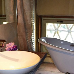 Tobacco Loft: Bathroom with cast iron bath and plenty of typical features