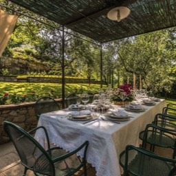 Torre del Cielo: Enjoy meals in the garden al fresco in this wonderfully peaceful setting