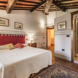 Torre del Cielo: One of the double bedrooms, full of Tuscan character