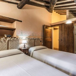 Torre del Cielo: The twin bedroom, again full of character