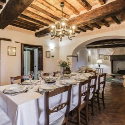 Torre del Cielo: Plenty of space to enjoy meals in the dining area for upto ten people