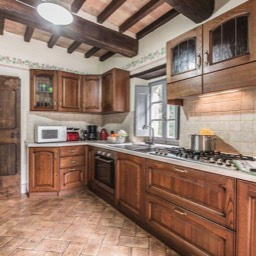 Torre del Cielo: The fully equipped yet traditional tuscan kitchen
