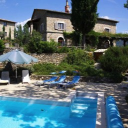 Villa Calcina: The heated swimming pool with Villa above