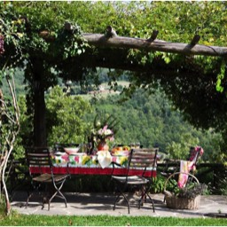 Villa Calcina: The pergola outside dining area, perfect for summer meals