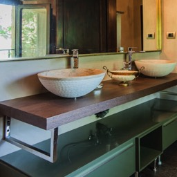 Villa Paradiso: One of the carfully remodelled bathrooms in this luxurious holiday villa, Tuscany