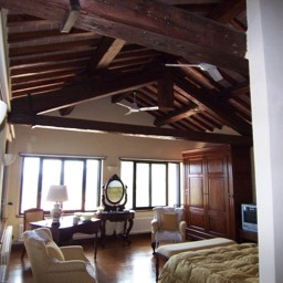 Villa Sergia: One of the large, high ceiling bedrooms with original Tuscan features