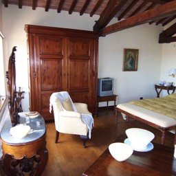 Villa Sergia: A luxurious large double bedroom