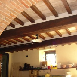 Villa Sergia: Original Tuscany architectural features, cotto arches, chestnut beams