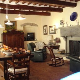 Villa Sergia: Plenty of space for dining in this large dining room with original fireplace